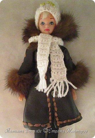 Такой прекрасный новогодний подарок получила моя доченька от своей Феи - Крёстной:)  Красивые наряды для кукол!  Связали и сшили их золотые руки замечательной мастерицы - мамочки нашей крёстной.  Огромное ей сердечное спасибо за эту рукотворную красоту - дочка была в восторге:)  Можно сказать, что это двойной подарок:)) (Подарок ещё и мне - огромная подмога кукольному гардеробу, до которого не всегда мои руки доходят:))) фото 15