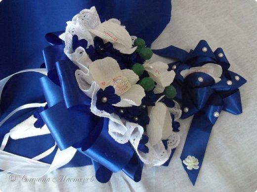 """Конкурс был объявлен здесь http://stranamasterov.ru/node/1011037  Работа №1 """"Подари мне орхидеи""""  Подари мне букет орхидей, Я пойму тайну скрытых признаний, Стану ласковей, проще, нежней, Не сокрою я смелых желаний…   Нежный трепет волшебных цветов Несказанного очарованья Озаряет собою свиданье Без излишних смутившихся слов.   Я раскроюсь, как эти цветы, Красотой небывалой, нежданной, Что сбываются в жизни мечты, Я поверю, как в мир первозданный.  Автор: Рената Юрьева Композиция на вазе. Состав: Конфеты - """"Фундук в шоколаде"""" - 17 шт., """"Арфа"""" - 11 шт., карамель BS Fruit - 5 шт. Флористическая гофра, пеноплекс, проволока, картон, тейп-лента, тычинки искусственные для цветов, ваза. фото 57"""
