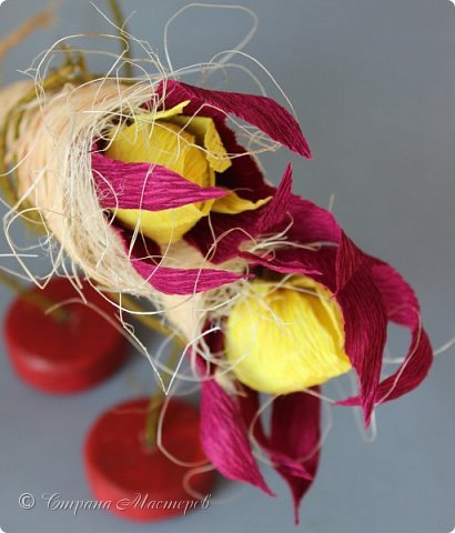 """Конкурс был объявлен здесь http://stranamasterov.ru/node/1011037  Работа №1 """"Подари мне орхидеи""""  Подари мне букет орхидей, Я пойму тайну скрытых признаний, Стану ласковей, проще, нежней, Не сокрою я смелых желаний…   Нежный трепет волшебных цветов Несказанного очарованья Озаряет собою свиданье Без излишних смутившихся слов.   Я раскроюсь, как эти цветы, Красотой небывалой, нежданной, Что сбываются в жизни мечты, Я поверю, как в мир первозданный.  Автор: Рената Юрьева Композиция на вазе. Состав: Конфеты - """"Фундук в шоколаде"""" - 17 шт., """"Арфа"""" - 11 шт., карамель BS Fruit - 5 шт. Флористическая гофра, пеноплекс, проволока, картон, тейп-лента, тычинки искусственные для цветов, ваза. фото 21"""