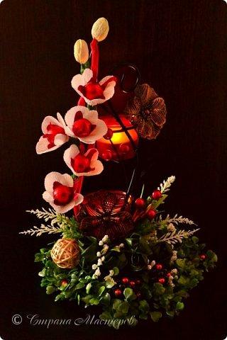 """Конкурс был объявлен здесь http://stranamasterov.ru/node/1011037  Работа №1 """"Подари мне орхидеи""""  Подари мне букет орхидей, Я пойму тайну скрытых признаний, Стану ласковей, проще, нежней, Не сокрою я смелых желаний…   Нежный трепет волшебных цветов Несказанного очарованья Озаряет собою свиданье Без излишних смутившихся слов.   Я раскроюсь, как эти цветы, Красотой небывалой, нежданной, Что сбываются в жизни мечты, Я поверю, как в мир первозданный.  Автор: Рената Юрьева Композиция на вазе. Состав: Конфеты - """"Фундук в шоколаде"""" - 17 шт., """"Арфа"""" - 11 шт., карамель BS Fruit - 5 шт. Флористическая гофра, пеноплекс, проволока, картон, тейп-лента, тычинки искусственные для цветов, ваза. фото 9"""