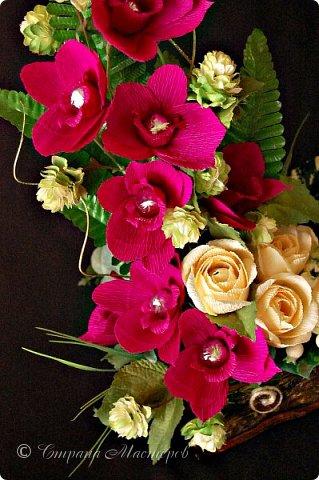 """Конкурс был объявлен здесь http://stranamasterov.ru/node/1011037  Работа №1 """"Подари мне орхидеи""""  Подари мне букет орхидей, Я пойму тайну скрытых признаний, Стану ласковей, проще, нежней, Не сокрою я смелых желаний…   Нежный трепет волшебных цветов Несказанного очарованья Озаряет собою свиданье Без излишних смутившихся слов.   Я раскроюсь, как эти цветы, Красотой небывалой, нежданной, Что сбываются в жизни мечты, Я поверю, как в мир первозданный.  Автор: Рената Юрьева Композиция на вазе. Состав: Конфеты - """"Фундук в шоколаде"""" - 17 шт., """"Арфа"""" - 11 шт., карамель BS Fruit - 5 шт. Флористическая гофра, пеноплекс, проволока, картон, тейп-лента, тычинки искусственные для цветов, ваза. фото 13"""
