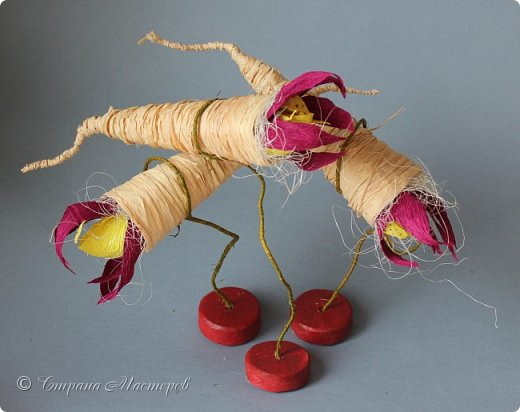 """Конкурс был объявлен здесь http://stranamasterov.ru/node/1011037  Работа №1 """"Подари мне орхидеи""""  Подари мне букет орхидей, Я пойму тайну скрытых признаний, Стану ласковей, проще, нежней, Не сокрою я смелых желаний…   Нежный трепет волшебных цветов Несказанного очарованья Озаряет собою свиданье Без излишних смутившихся слов.   Я раскроюсь, как эти цветы, Красотой небывалой, нежданной, Что сбываются в жизни мечты, Я поверю, как в мир первозданный.  Автор: Рената Юрьева Композиция на вазе. Состав: Конфеты - """"Фундук в шоколаде"""" - 17 шт., """"Арфа"""" - 11 шт., карамель BS Fruit - 5 шт. Флористическая гофра, пеноплекс, проволока, картон, тейп-лента, тычинки искусственные для цветов, ваза. фото 19"""