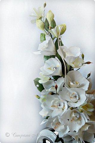 """Конкурс был объявлен здесь http://stranamasterov.ru/node/1011037  Работа №1 """"Подари мне орхидеи""""  Подари мне букет орхидей, Я пойму тайну скрытых признаний, Стану ласковей, проще, нежней, Не сокрою я смелых желаний…   Нежный трепет волшебных цветов Несказанного очарованья Озаряет собою свиданье Без излишних смутившихся слов.   Я раскроюсь, как эти цветы, Красотой небывалой, нежданной, Что сбываются в жизни мечты, Я поверю, как в мир первозданный.  Автор: Рената Юрьева Композиция на вазе. Состав: Конфеты - """"Фундук в шоколаде"""" - 17 шт., """"Арфа"""" - 11 шт., карамель BS Fruit - 5 шт. Флористическая гофра, пеноплекс, проволока, картон, тейп-лента, тычинки искусственные для цветов, ваза. фото 69"""