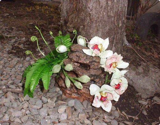 """Конкурс был объявлен здесь http://stranamasterov.ru/node/1011037  Работа №1 """"Подари мне орхидеи""""  Подари мне букет орхидей, Я пойму тайну скрытых признаний, Стану ласковей, проще, нежней, Не сокрою я смелых желаний…   Нежный трепет волшебных цветов Несказанного очарованья Озаряет собою свиданье Без излишних смутившихся слов.   Я раскроюсь, как эти цветы, Красотой небывалой, нежданной, Что сбываются в жизни мечты, Я поверю, как в мир первозданный.  Автор: Рената Юрьева Композиция на вазе. Состав: Конфеты - """"Фундук в шоколаде"""" - 17 шт., """"Арфа"""" - 11 шт., карамель BS Fruit - 5 шт. Флористическая гофра, пеноплекс, проволока, картон, тейп-лента, тычинки искусственные для цветов, ваза. фото 10"""