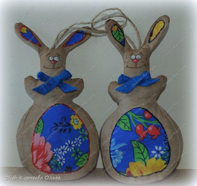 Здравствуйте, дорогие гости моей странички! Предлагаю снова к Пасхе сшить забавных кроликов. Как-то я уже шила к этому празднику кролей. Мастер-класс и зверюшек можно посмотреть тут http://stranamasterov.ru/node/747415?t=451.  В этот раз кролики-зайчики круглые как матрешки, кофейные, яркие. фото 2