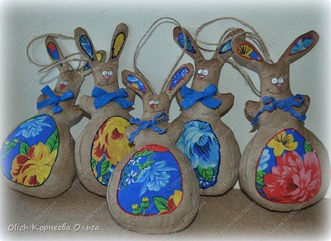 Здравствуйте, дорогие гости моей странички! Предлагаю снова к Пасхе сшить забавных кроликов. Как-то я уже шила к этому празднику кролей. Мастер-класс и зверюшек можно посмотреть тут http://stranamasterov.ru/node/747415?t=451.  В этот раз кролики-зайчики круглые как матрешки, кофейные, яркие. фото 1