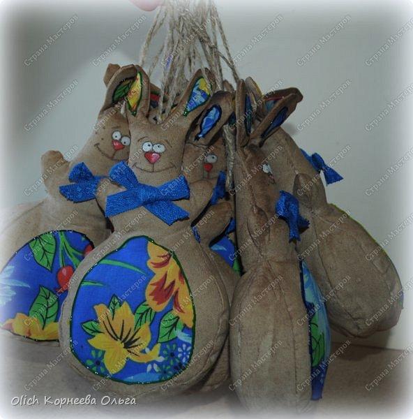 Здравствуйте, дорогие гости моей странички! Предлагаю снова к Пасхе сшить забавных кроликов. Как-то я уже шила к этому празднику кролей. Мастер-класс и зверюшек можно посмотреть тут http://stranamasterov.ru/node/747415?t=451.  В этот раз кролики-зайчики круглые как матрешки, кофейные, яркие. фото 28