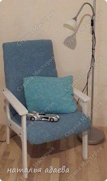 Кресла с новой обивкой сделали комнату уютной. фото 3