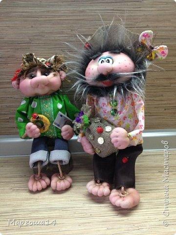 """Привет всем жителям Страны Мастеров! Сшила """"верёвочных""""  домовых))) Я их так называю потому,что ручки-ножки сделаны из верёвочек-шнурков. Мужичок держит в руках мешочек с добром., а девица ,как положено, цветок. фото 11"""