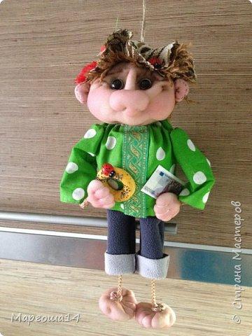 """Привет всем жителям Страны Мастеров! Сшила """"верёвочных""""  домовых))) Я их так называю потому,что ручки-ножки сделаны из верёвочек-шнурков. Мужичок держит в руках мешочек с добром., а девица ,как положено, цветок. фото 9"""