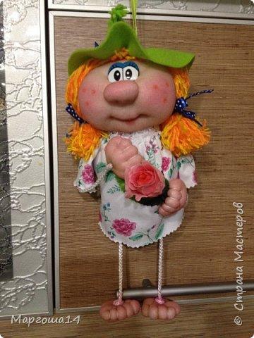 """Привет всем жителям Страны Мастеров! Сшила """"верёвочных""""  домовых))) Я их так называю потому,что ручки-ножки сделаны из верёвочек-шнурков. Мужичок держит в руках мешочек с добром., а девица ,как положено, цветок. фото 5"""