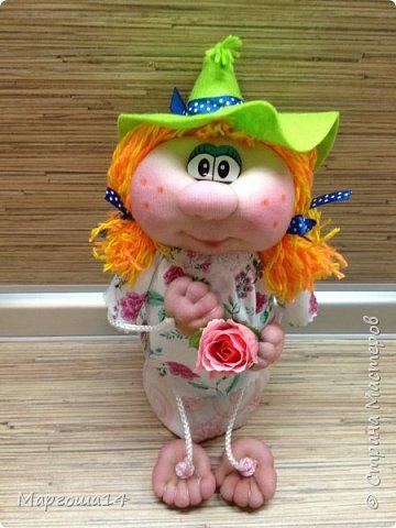"""Привет всем жителям Страны Мастеров! Сшила """"верёвочных""""  домовых))) Я их так называю потому,что ручки-ножки сделаны из верёвочек-шнурков. Мужичок держит в руках мешочек с добром., а девица ,как положено, цветок. фото 7"""