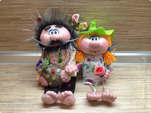 """Привет всем жителям Страны Мастеров! Сшила """"верёвочных""""  домовых))) Я их так называю потому,что ручки-ножки сделаны из верёвочек-шнурков. Мужичок держит в руках мешочек с добром., а девица ,как положено, цветок. фото 1"""
