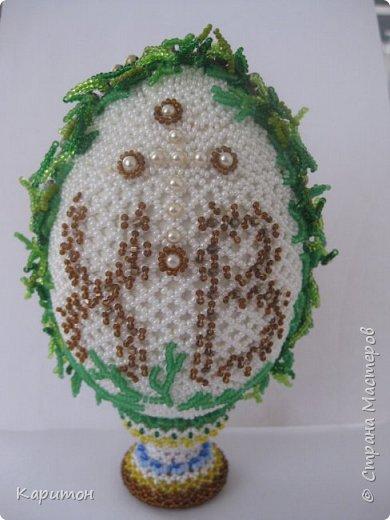 Пасхальное яйцо, выполненное в сочетании разных техник работы с бисером. Это работа педагога. фото 2