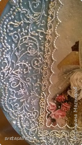 На этой тарелке я сделала обратный декупаж и расписала контурами и золотой краской лицевую часть тарелки  фото 5
