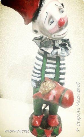 Клоун с лошадкой. Ростом 45-50 см. Папье маше, акриловые краски фото 1