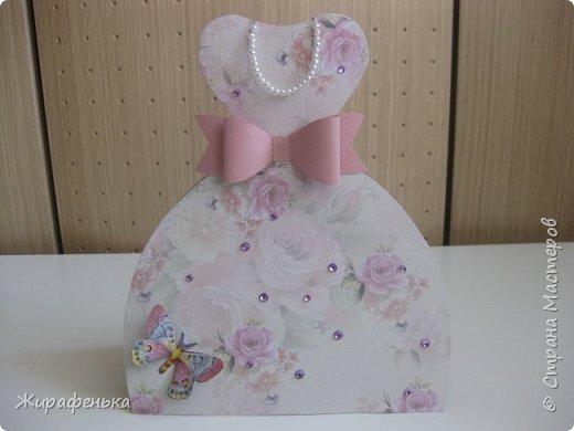 Нежное платье с капельками утренней росы и прилетевшей бабочкой. Эту открытку сделала Вероника 7лет( моя соседка) маме на 8 Марта,я немного помогала. фото 1