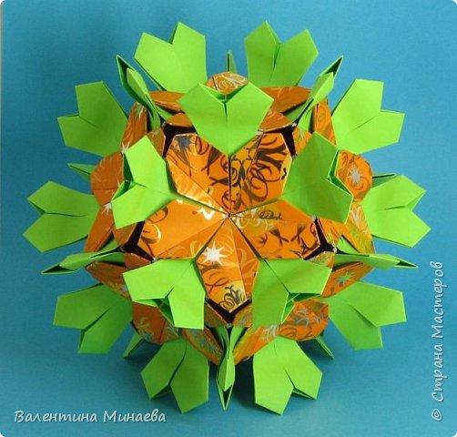 Всем привет!  Сегодня возвращалась домой с работы и увидела, что повсюду абрикосовые деревья стоят уже в цвету. Красота! И как-то по-весеннему хорошо и позитивно на душе.  Хочу показать мои цветочные кусудамы. Многие работы вы уже видели на Фликре, в сообществе в ЖЖ и др. источниках, но все же может кому-нибудь пригодятся ссылки на туториалы и схемки :)   Эту кусудаму увидела совсем недавно здесь в Стране Мастеров.  За туториалом прошу сюда: http://stranamasterov.ru/node/813102?c=favorite  Name: Autumn waltz Designer: Elena Panteleeva Parts: 90 Paper: 6,0 x 6,0 Final height: ~ 15,5 cm фото 1