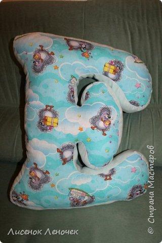 Сшила я все-таки свою первую подушку - букву старшенькому.  фото 1
