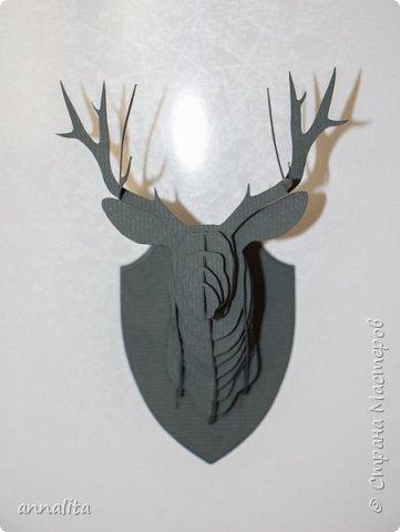 """Увидела как-то в интернете голову оленя из бумаги. Называлось это как-то жутковато """"бумажная таксидермия"""", но выглядели работы очень интересно. Захотелось и мне такого же оленя, только маленького. А когда сделала, решила, что это будет магнит на холодильник. фото 3"""