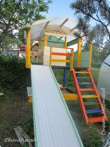 Чтобы занять детей летом, соорудили им такой домишко! фото 5
