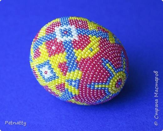 В молодости я делала украшения из бисера и оплетала яйца. Потом увлечение прошло. Одно из яиц сохранилось с тех пор.  фото 1