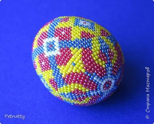 В молодости я делала украшения из бисера и оплетала яйца. Потом увлечение прошло. Одно из яиц сохранилось с тех пор.  фото 2