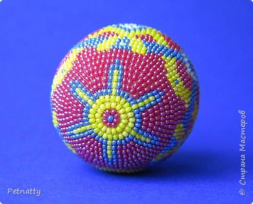 В молодости я делала украшения из бисера и оплетала яйца. Потом увлечение прошло. Одно из яиц сохранилось с тех пор.  фото 3