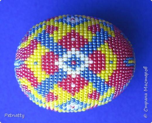 В молодости я делала украшения из бисера и оплетала яйца. Потом увлечение прошло. Одно из яиц сохранилось с тех пор.  фото 5