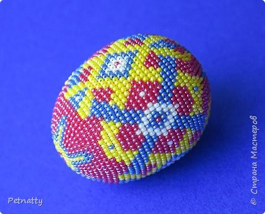 В молодости я делала украшения из бисера и оплетала яйца. Потом увлечение прошло. Одно из яиц сохранилось с тех пор.  фото 7