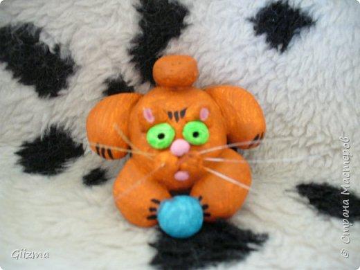"""Здравствуйте! У меня новая партия котов из соленого теста. в основном - повторы, но немножко по-другому. Все коты на магнитиках. Будут потом покрыты лаком, от влажности, но сейчас выкладываю без него, потому что моя """"мыльница"""" лаковый блеск не осилит. фото 4"""