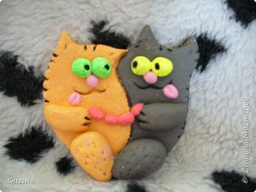 """Здравствуйте! У меня новая партия котов из соленого теста. в основном - повторы, но немножко по-другому. Все коты на магнитиках. Будут потом покрыты лаком, от влажности, но сейчас выкладываю без него, потому что моя """"мыльница"""" лаковый блеск не осилит. фото 6"""