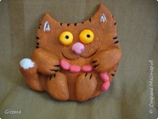 """Здравствуйте! У меня новая партия котов из соленого теста. в основном - повторы, но немножко по-другому. Все коты на магнитиках. Будут потом покрыты лаком, от влажности, но сейчас выкладываю без него, потому что моя """"мыльница"""" лаковый блеск не осилит. фото 3"""