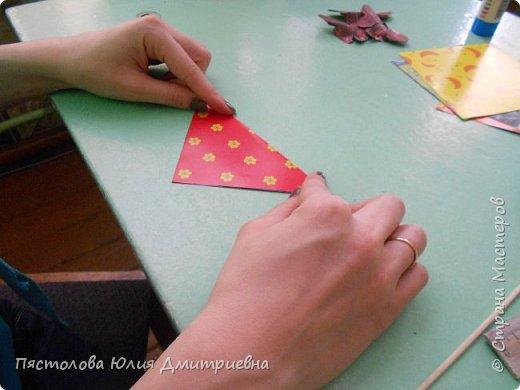 Ромашки из бумаги и бабочки - оригами! Отличный подарок маме, бабушке, сестре! Такие ромашки мы сделали с детьми в подарок дорогим учителям на 8 марта! фото 3