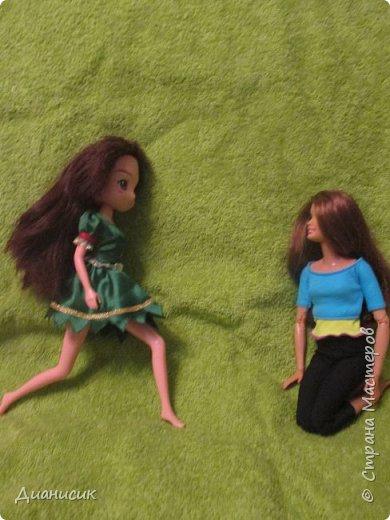 Юки: Я пришла! Челл: Я же вроде Юми на роль феи назначала? Юки: Сестра ногу сломала. Челл: Понятно. Начинаем! Жила-была фея. И она обожала разбрасывать везде розы. А когда розы кончались, она разбрасывала листья.  фото 1