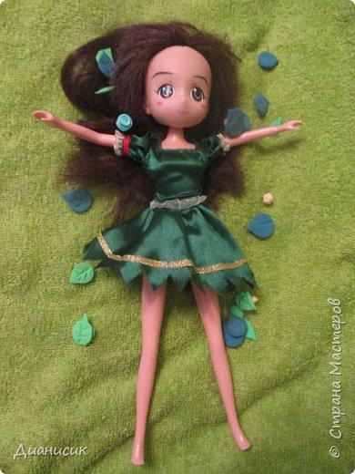 Юки: Я пришла! Челл: Я же вроде Юми на роль феи назначала? Юки: Сестра ногу сломала. Челл: Понятно. Начинаем! Жила-была фея. И она обожала разбрасывать везде розы. А когда розы кончались, она разбрасывала листья.  фото 2