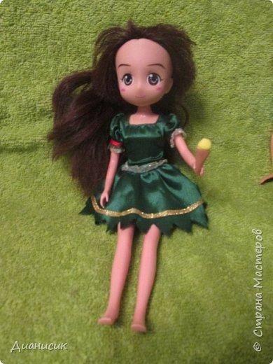 Юки: Я пришла! Челл: Я же вроде Юми на роль феи назначала? Юки: Сестра ногу сломала. Челл: Понятно. Начинаем! Жила-была фея. И она обожала разбрасывать везде розы. А когда розы кончались, она разбрасывала листья.  фото 3