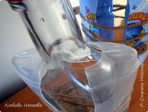 Для работы нам понадобятся-Обезжиренная бутылочка,пустой флакон от шампуни,скотч,эластичная нить,гипс,клей ПВА. фото 8