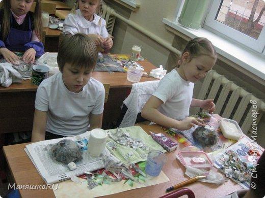 Добро пожаловать на наш мини-мастер-класс по хохломе! Это вовсе не сложно: взять бумагу и сотворить из неё поделку,  похожую на настоящую вещь, а потом расписать красками! фото 3