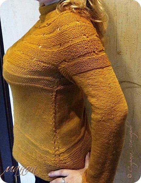 """нашла на осинке вот такой свитерок,там он называется""""c радугой через плечо"""" потому-что цветной( http://club.osinka.ru/picture-8917152?p=14737608) .Я попробовала в одном цвете,т.к.сверху вниз и по кругу без швов ещё не вязала,рукава на 5 спицах(как носки).Оказывается нет ничего проще,теперь планирую вязать цветной. фото 2"""