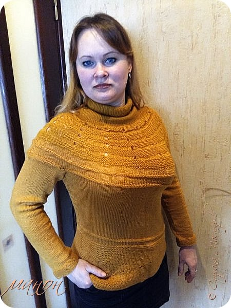 """нашла на осинке вот такой свитерок,там он называется""""c радугой через плечо"""" потому-что цветной( http://club.osinka.ru/picture-8917152?p=14737608) .Я попробовала в одном цвете,т.к.сверху вниз и по кругу без швов ещё не вязала,рукава на 5 спицах(как носки).Оказывается нет ничего проще,теперь планирую вязать цветной. фото 1"""