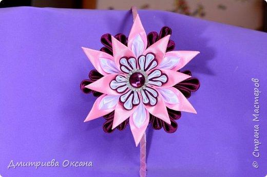"""Мастер-класс в технике Канзаши. Сегодня в мастер-классе мы будем делать своими руками украшение на голову - ободок для волос. Ободок на голову украшаем красивым цветком """"Звездочка"""" в технике Канзаши. Цветок Канзаши делаем из атласных лент шириной 2.5 см, 5 см.  Удачи в творчестве!!!  фото 2"""