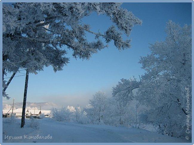Все фотографии сделаны мною в начале января не помню точно какого года в Амурской области в г. Зея.. Там обычно, до начала ветров, до февраля, царствует такая красота. Основные фото сделаны на берегу реки Зея. Она, убегая от Зейской ГЭС,  долго не замерзает, что и дает возможность любоваться чудными пейзажами.   фото 5