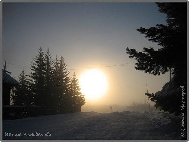 Все фотографии сделаны мною в начале января не помню точно какого года в Амурской области в г. Зея.. Там обычно, до начала ветров, до февраля, царствует такая красота. Основные фото сделаны на берегу реки Зея. Она, убегая от Зейской ГЭС,  долго не замерзает, что и дает возможность любоваться чудными пейзажами.   фото 30