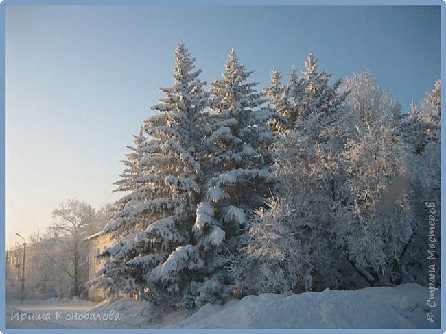 Все фотографии сделаны мною в начале января не помню точно какого года в Амурской области в г. Зея.. Там обычно, до начала ветров, до февраля, царствует такая красота. Основные фото сделаны на берегу реки Зея. Она, убегая от Зейской ГЭС,  долго не замерзает, что и дает возможность любоваться чудными пейзажами.   фото 24