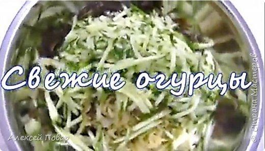 Люсьен Оливье не оставил ни одной записи рецепта своего знаменитого салата. А значит, мы можем бесконечно его изменять, дополнять и совершенствовать. Предлагаю вашему вниманию легкую, сочную и по-настоящему весеннюю версию! фото 6