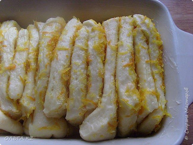 Тесто: 60 гр масла 160 мл молока 2 яйца 4 сл сахара 2 чл сухих дрожжей 420-440 гр муки ¼ чл соли ваниль Начинка: 60 гр масла 7-8 сл сахара Цедра с одного апельсина Цедра с двух лимонов фото 8