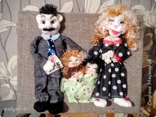 Всем доброго времени суток! Спасибо, что заглянули в гости.........Хочу познакомить вас с моей первой работой в технике скульптурного текстиля (надеюсь, не последней). Панно творилось для семьи, где три девочки. (Куклы имеют внешнее сходство с хозяевами))) фото 1