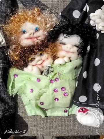 Всем доброго времени суток! Спасибо, что заглянули в гости.........Хочу познакомить вас с моей первой работой в технике скульптурного текстиля (надеюсь, не последней). Панно творилось для семьи, где три девочки. (Куклы имеют внешнее сходство с хозяевами))) фото 2