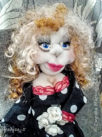 Всем доброго времени суток! Спасибо, что заглянули в гости.........Хочу познакомить вас с моей первой работой в технике скульптурного текстиля (надеюсь, не последней). Панно творилось для семьи, где три девочки. (Куклы имеют внешнее сходство с хозяевами))) фото 4